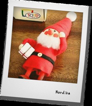 ノルディカデザインのサンタが届く_e0214646_14102161.png