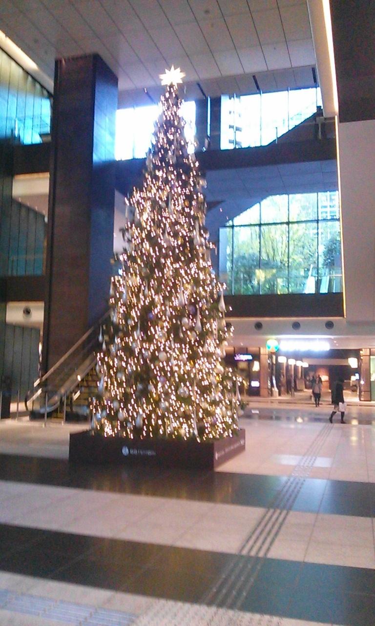 クリスマスツリーイン大手町_f0322193_15452759.jpg