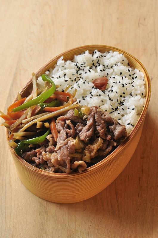 牛煮ときんぴらのお弁当_b0171098_12321173.jpg