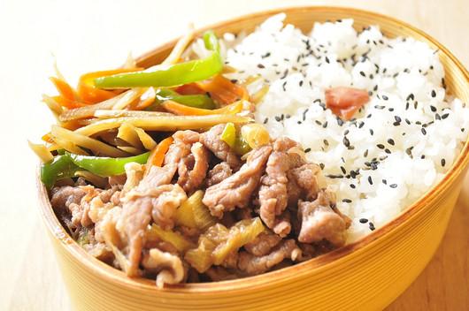 牛煮ときんぴらのお弁当_b0171098_1240331.jpg