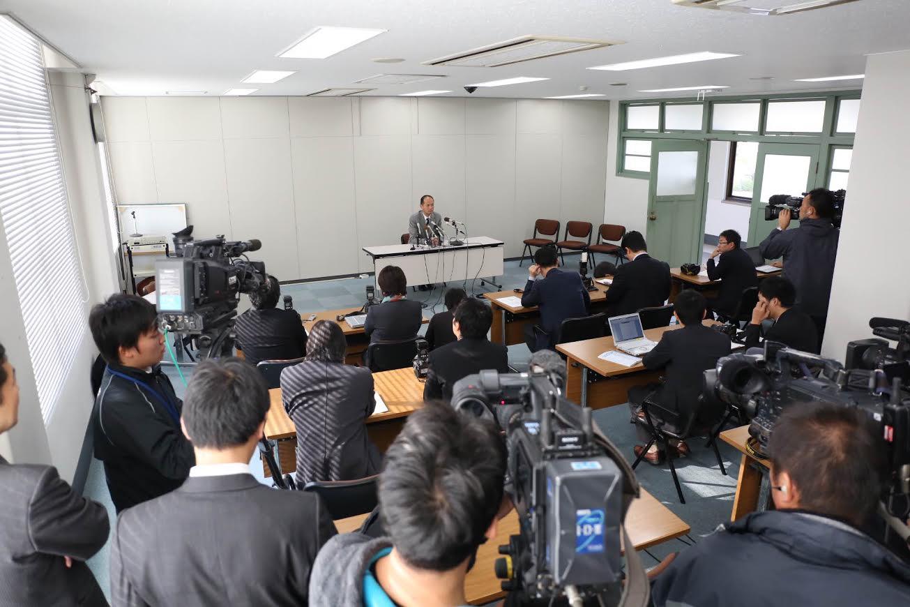 知事選出馬会見(動画)_d0047811_23215280.jpg