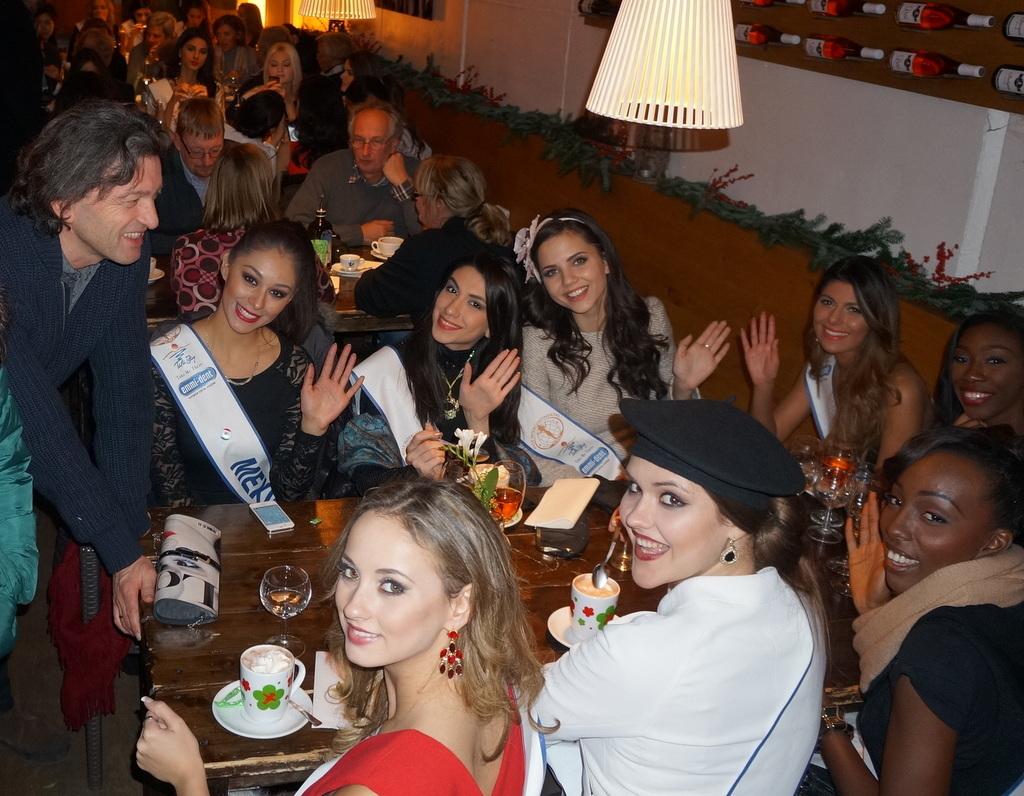 Miss Intercontinental各国代表がアンペルマンレストランへ!_c0180686_03213384.jpg
