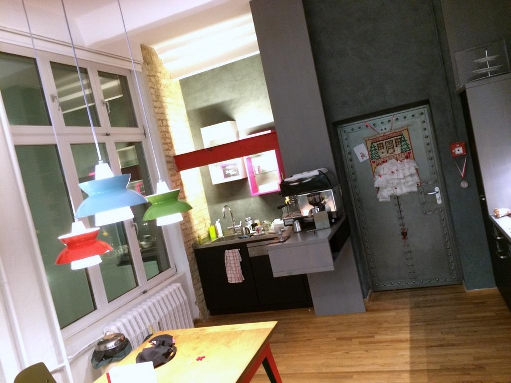 アンペルマン本社のキッチンにて。_c0180686_22055226.jpg