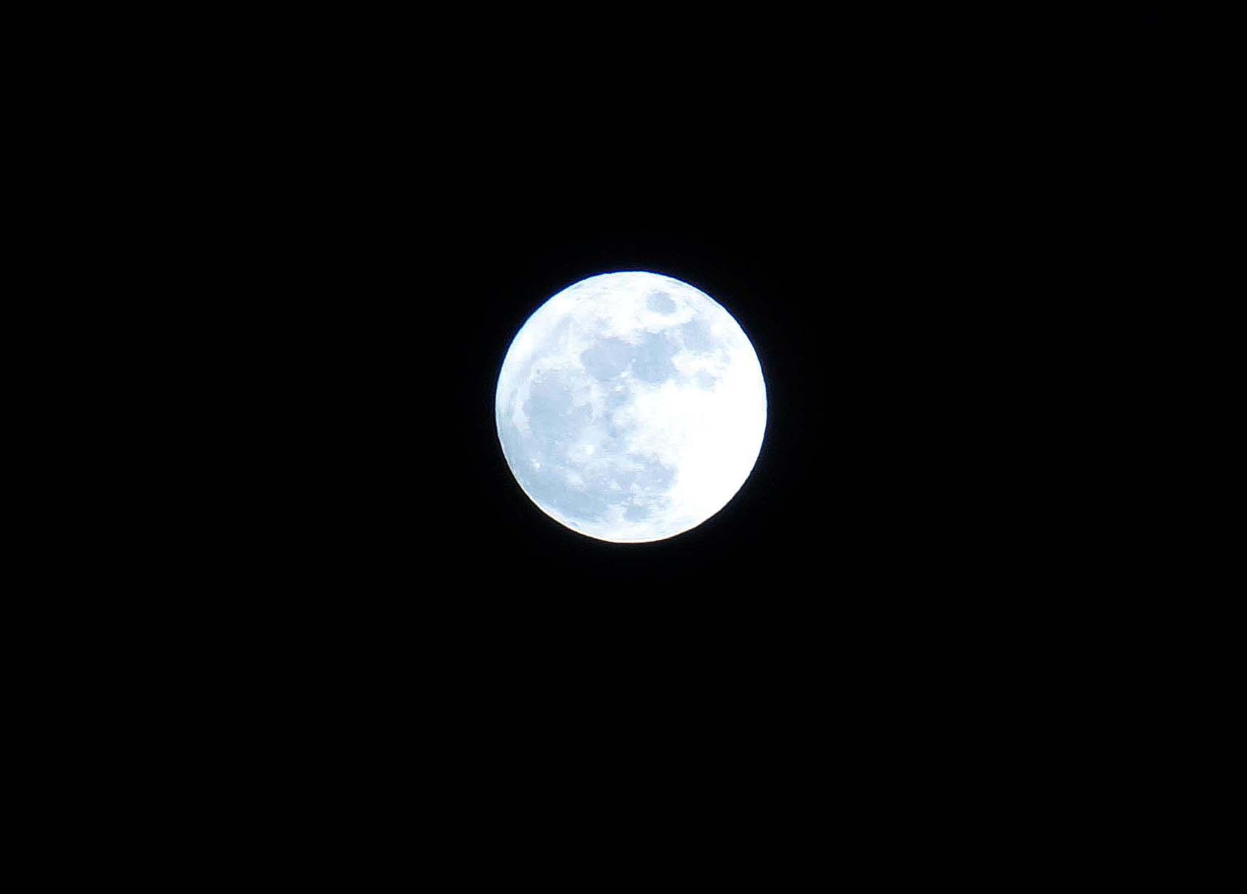 満月_e0016894_23282253.jpg
