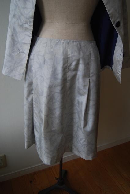 着物リメイク・白大島のジャケット&スカート_d0127925_2372648.jpg