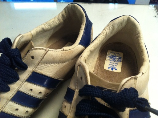 adidas ヒール破れリペア_b0178425_23291384.jpg