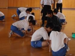 柏崎市立鏡が沖中学校において本学からは2つのワークショップを行いました。_c0167632_1747881.jpg