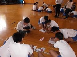 柏崎市立鏡が沖中学校において本学からは2つのワークショップを行いました。_c0167632_17483490.jpg