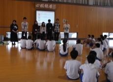 柏崎市立鏡が沖中学校において本学からは2つのワークショップを行いました。_c0167632_17504534.jpg