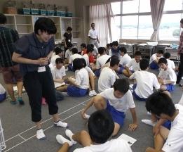 柏崎市立鏡が沖中学校において本学からは2つのワークショップを行いました。_c0167632_17564219.jpg