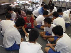 柏崎市立鏡が沖中学校において本学からは2つのワークショップを行いました。_c0167632_1759559.jpg