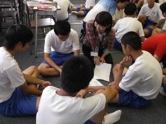 柏崎市立鏡が沖中学校において本学からは2つのワークショップを行いました。_c0167632_180123.jpg