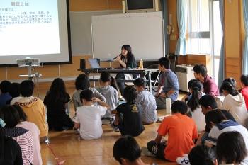 新発田市立猿橋小学校においてワークショップ「声なき弱者~難民って何人?~」を行いました。_c0167632_1833330.jpg