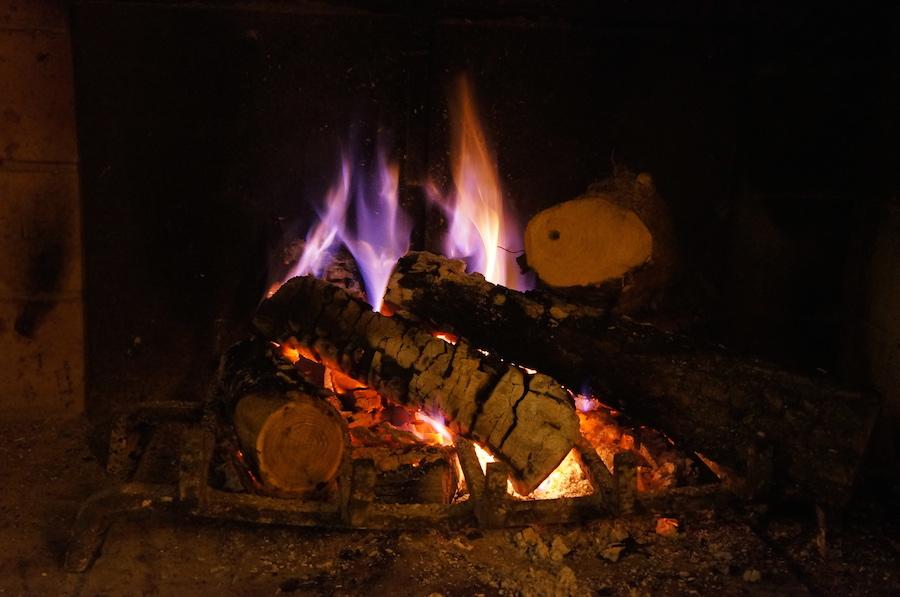 日曜日の午後は暖炉の前で_f0106597_1532265.jpg