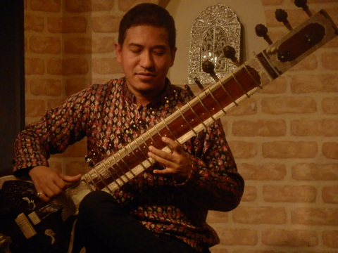 12/4(金)『SAWAN JOSHI SITAR LIVE ! WITH HOT & SPACY CURRY』_f0076907_14362285.jpg