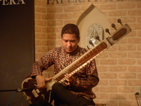 12/4(金)『SAWAN JOSHI SITAR LIVE ! WITH HOT & SPACY CURRY』_f0076907_14362827.jpg