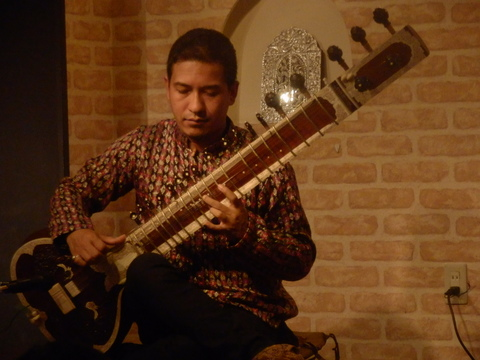 12/4(金)『SAWAN JOSHI SITAR LIVE ! WITH HOT & SPACY CURRY』_f0076907_14364577.jpg
