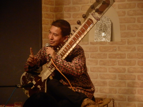 12/4(金)『SAWAN JOSHI SITAR LIVE ! WITH HOT & SPACY CURRY』_f0076907_14365245.jpg