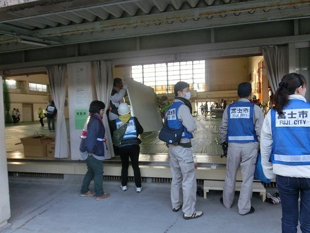 成果以上に課題が多かった 約450名が参加しての第2回吉原高校避難所開設・運営訓練_f0141310_8093.jpg