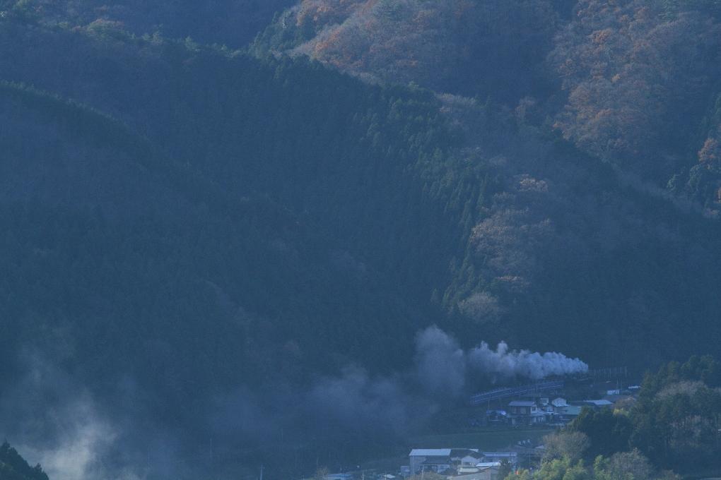 山裾に沿って - 2014年晩秋・水郡線 -  _b0190710_23551424.jpg