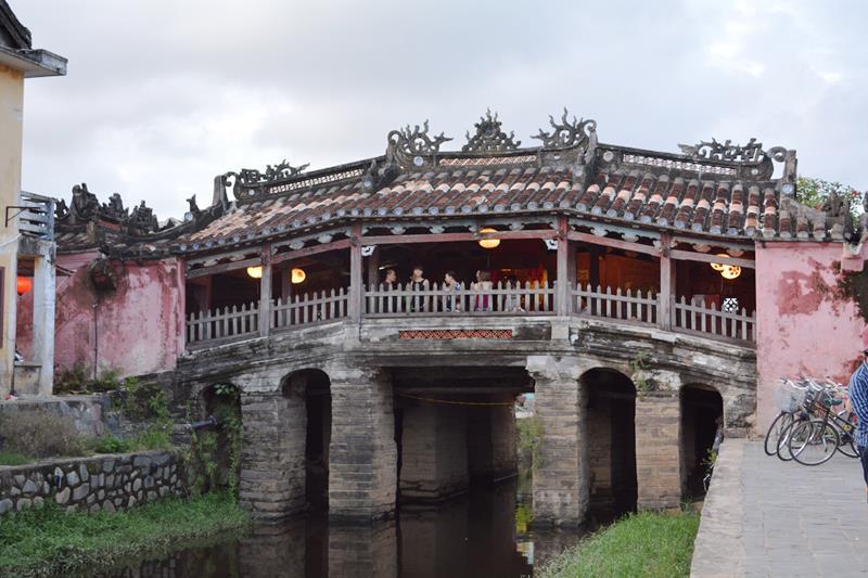 ベトナム・ランコーへの旅 Vol.4 夕景の世界遺産ホイアンと未来のホテルマンたちの笑顔_b0053082_14464015.jpg