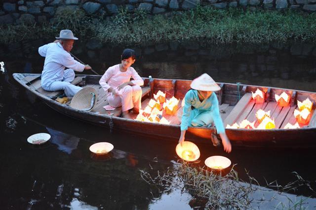 ベトナム・ランコーへの旅 Vol.4 夕景の世界遺産ホイアンと未来のホテルマンたちの笑顔_b0053082_14513676.jpg