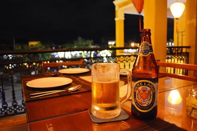 ベトナム・ランコーへの旅 Vol.4 夕景の世界遺産ホイアンと未来のホテルマンたちの笑顔_b0053082_15325616.jpg