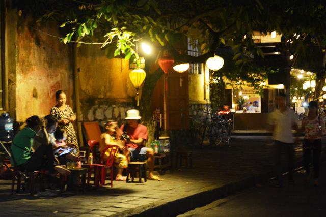 ベトナム・ランコーへの旅 Vol.4 夕景の世界遺産ホイアンと未来のホテルマンたちの笑顔_b0053082_15472163.jpg
