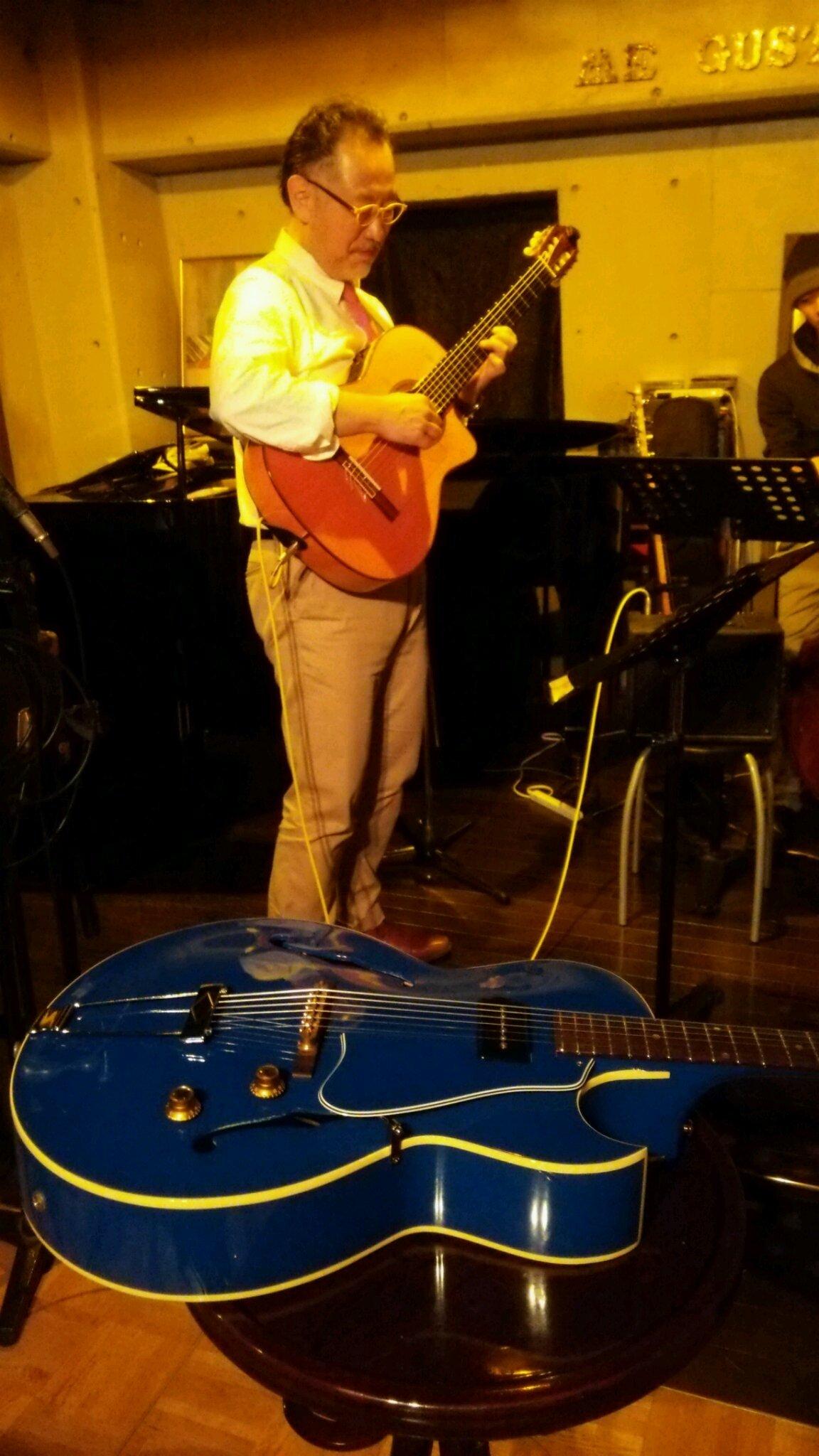 鮮やかなブルーに変身した1960年製ギブソンES120ギター。_e0119092_12522043.jpg