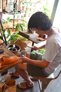 革の手縫いスリッパづくりのご案内(靴logiさん)_d0263815_17191885.jpg