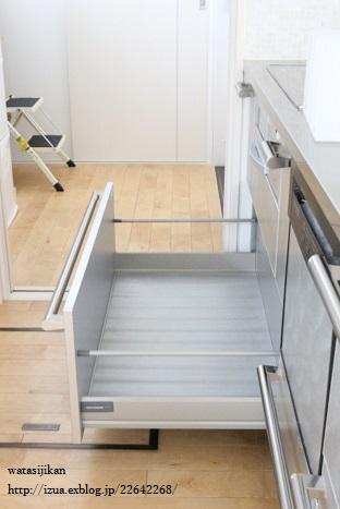 キッチンに無印の仕切りスタンド_e0214646_14325163.jpg
