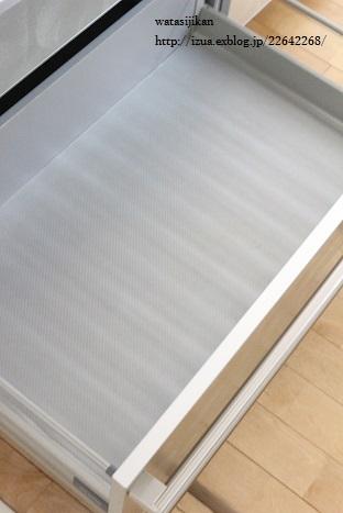 キッチンに無印の仕切りスタンド_e0214646_1433542.jpg