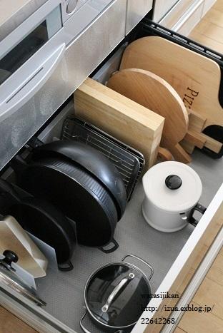 キッチンに無印の仕切りスタンド_e0214646_14341611.jpg