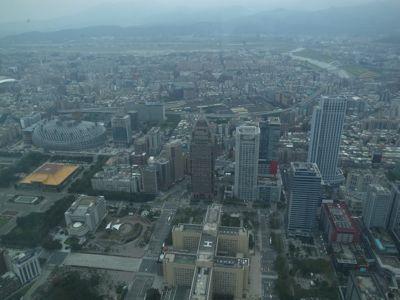 台北101タワーと麓の集落_d0147406_19242255.jpg