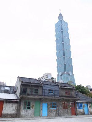 台北101タワーと麓の集落_d0147406_19242886.jpg