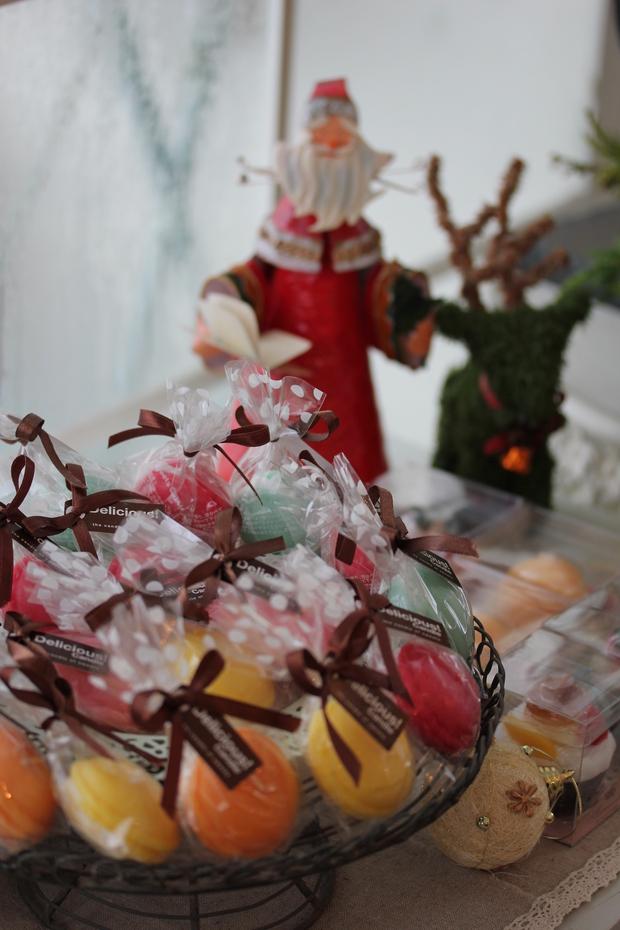 クリスマスのアレンジメントとマカロンキャンドル_a0292194_1955382.jpg