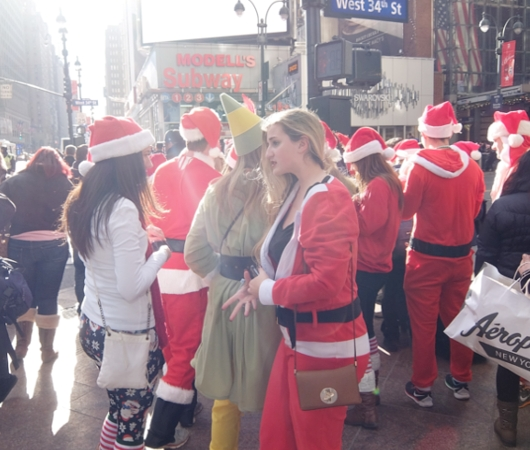 今年もニューヨークに大勢のサンタさんが出没 SantaCon 2014_b0007805_12235069.jpg