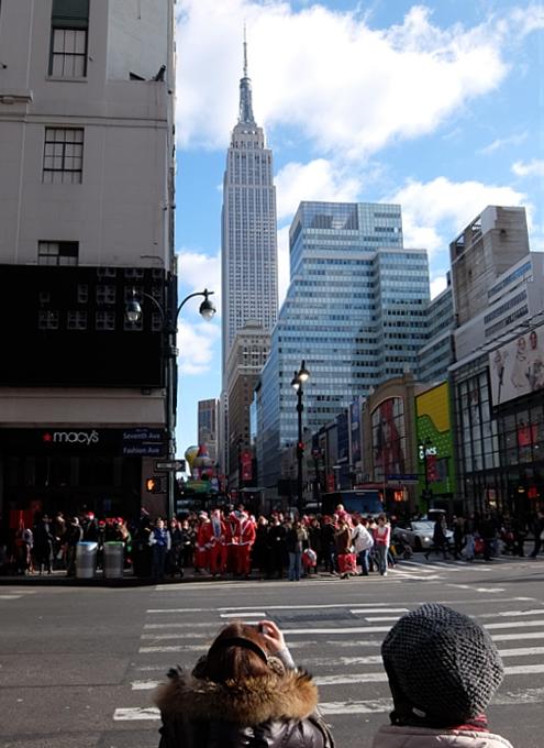 今年もニューヨークに大勢のサンタさんが出没 SantaCon 2014_b0007805_12244386.jpg