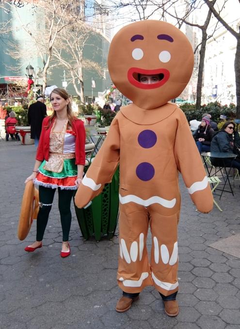 今年もニューヨークに大勢のサンタさんが出没 SantaCon 2014_b0007805_12285575.jpg
