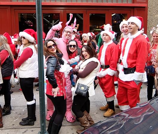 今年もニューヨークに大勢のサンタさんが出没 SantaCon 2014_b0007805_1235586.jpg
