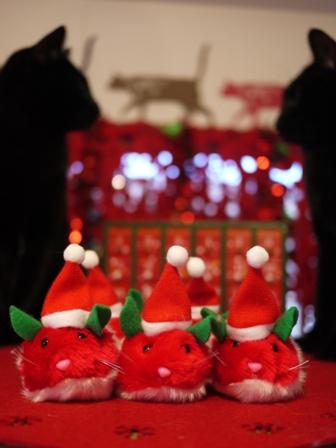 【ゆきねこ雑貨店】クリスマスカラーのサンタクロースねずみ&雪柄キラキラボールねずみセット。_a0143140_115774.jpg