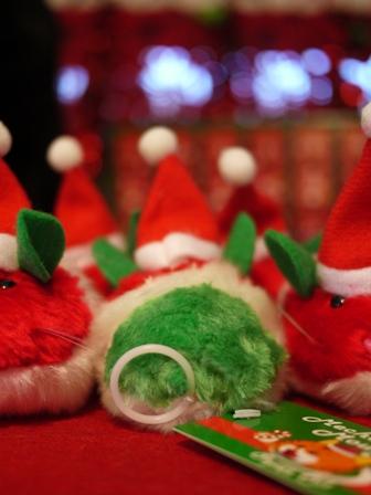 【ゆきねこ雑貨店】クリスマスカラーのサンタクロースねずみ&雪柄キラキラボールねずみセット。_a0143140_1174885.jpg