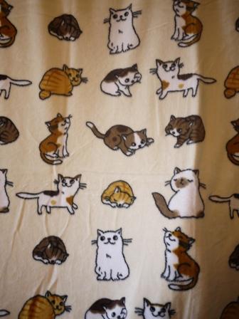 【ゆきねこ雑貨店】あったかふわふわにっこり猫ちゃんいっぱい毛布敷きパッド。_a0143140_13513262.jpg