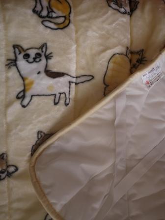 【ゆきねこ雑貨店】あったかふわふわにっこり猫ちゃんいっぱい毛布敷きパッド。_a0143140_1355311.jpg