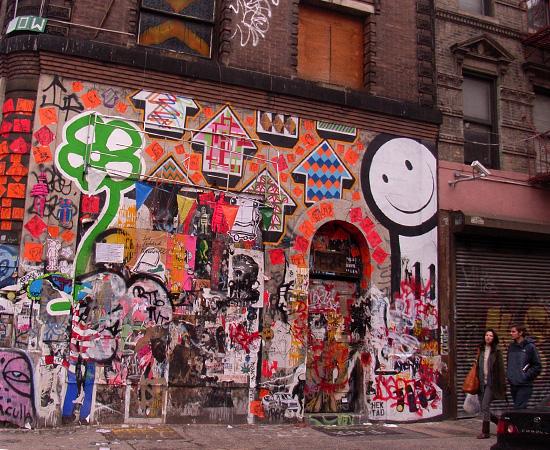 SOHOにステッカー、ポスター、チョークの街角アート増加中_b0007805_002744.jpg