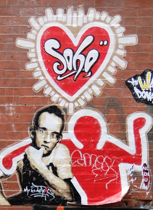 SOHOにステッカー、ポスター、チョークの街角アート増加中_b0007805_2275515.jpg