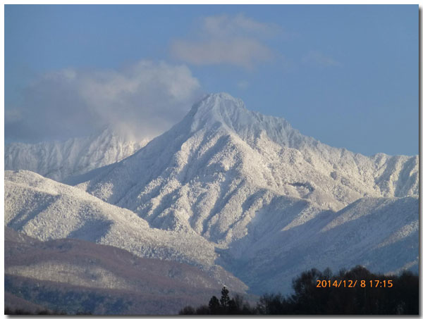 Bon anniversaire! 友人と誕生を祝う 本日の雪 そして阿弥陀岳の雪化粧_d0109415_15231786.jpg
