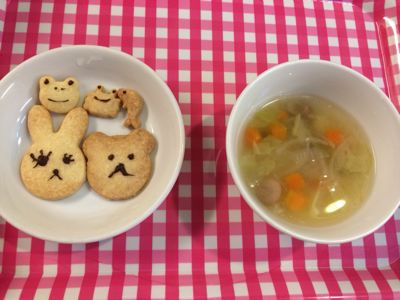 12月16日の給食。クッキー作りをしました!_c0293682_17281444.jpg