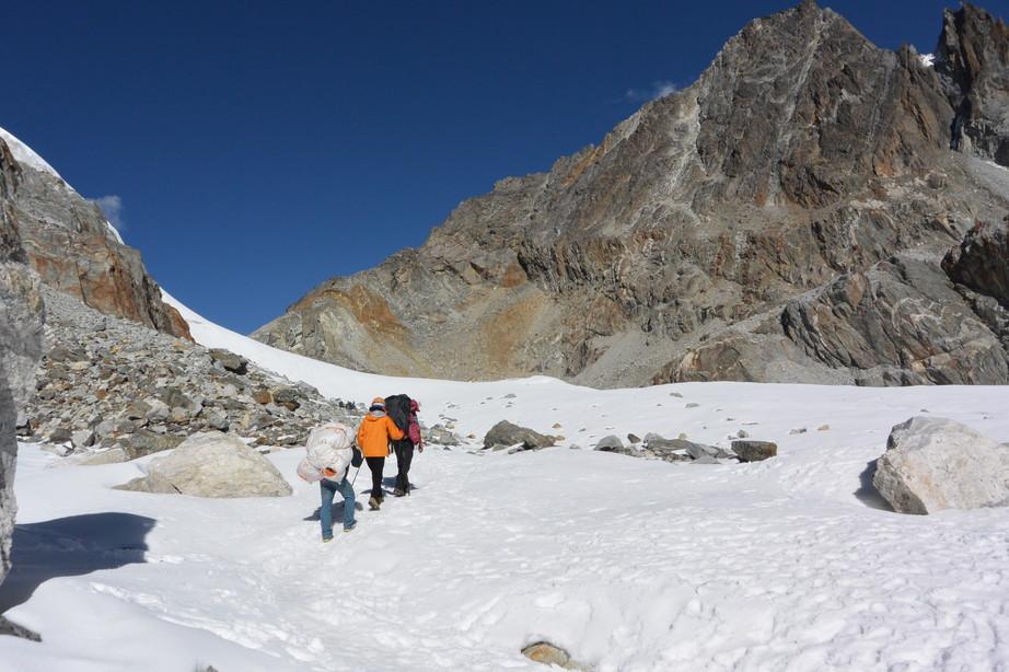 """2014年10月 『エヴェレスト・三峠越えトレッキング』 October 2014 \""""Three Pass Crossing in Everest\"""" _c0219616_21425616.jpg"""