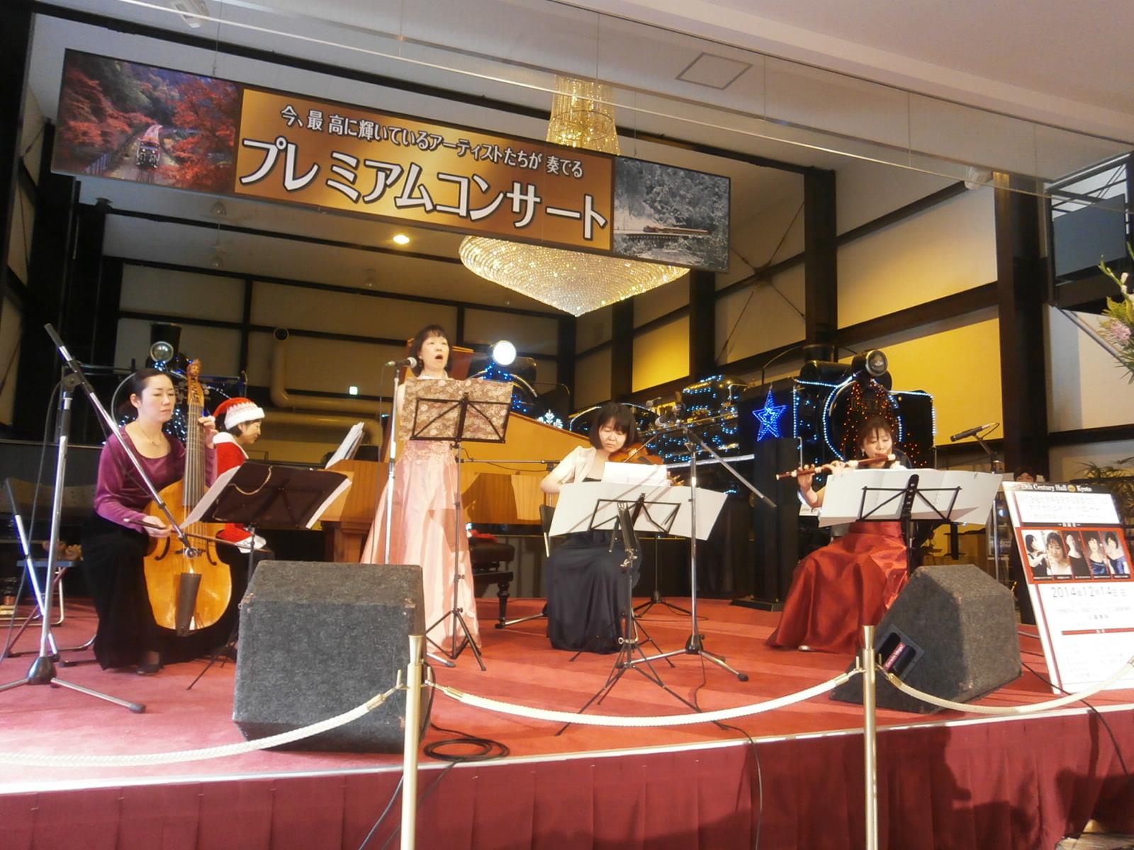 クリスマスコンサートin嵯峨嵐山観光鉄道_a0066027_2295650.jpg